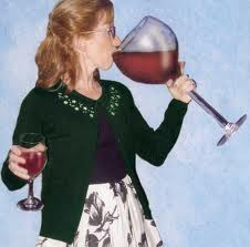 mom-drinking-huge-glass-of-wine