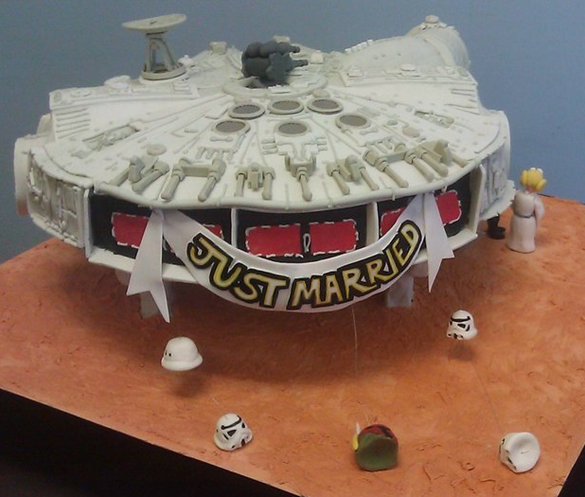 Star-Wars-Millennium-Falcon-Wedding-Cake-Back.png